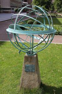400px-Sundial,_Torrington_Square,_London