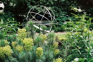 Armillary_sphere_in_Belgrave_Square,_London
